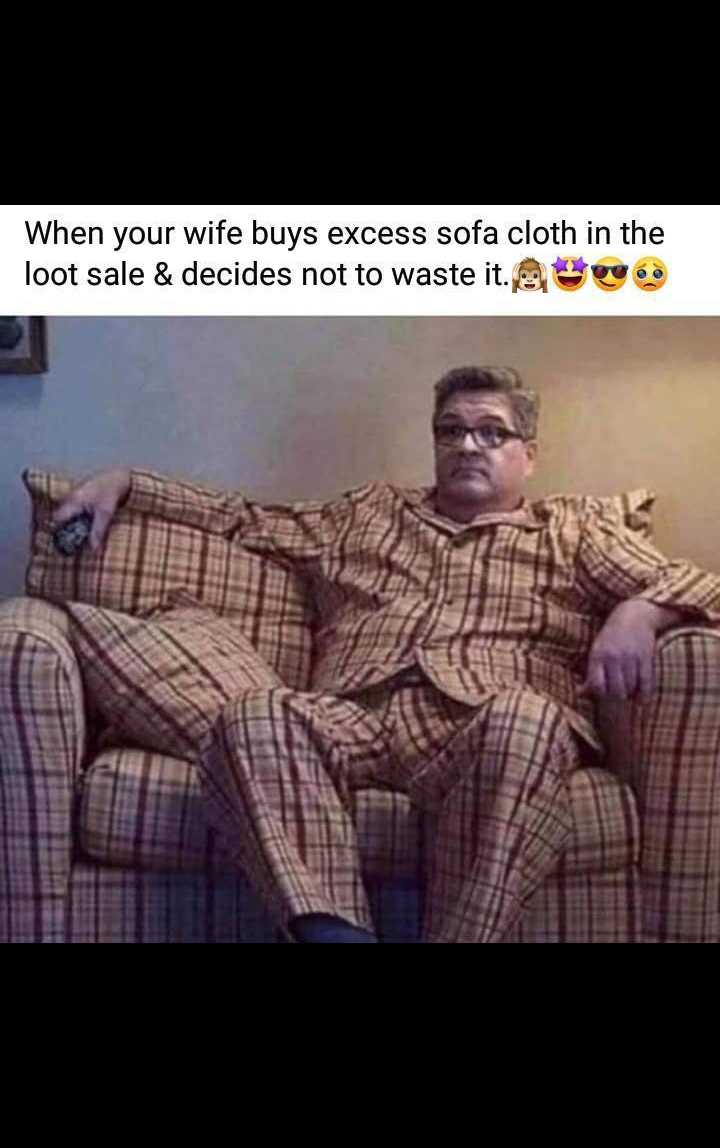 🤣 मज़ेदार फ़ोटो - When your wife buys excess sofa cloth in the loot sale & decides not to waste it . - ShareChat