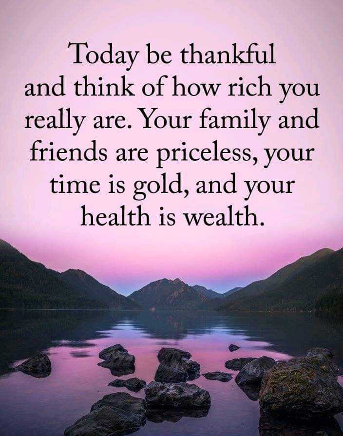 👌हृदयस्पर्शी फोटो - Today be thankful and think of how rich you really are . Your family and friends are priceless , your time is gold , and your health is wealth . - ShareChat