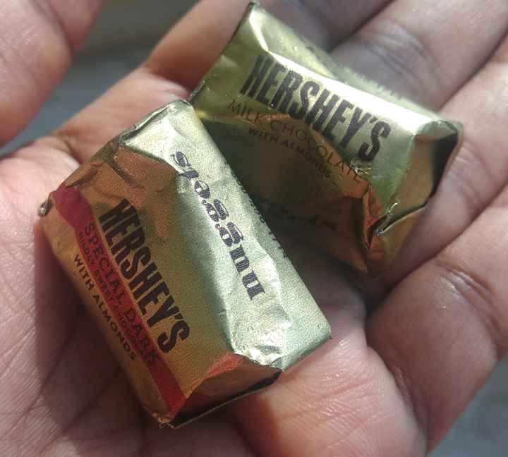 నాన్న ప్రేమ - ISTHEVE MILK CHON WITH ALMO Spoon RSHEY ' S HOLST HOS WITR - ALMONDS - ShareChat