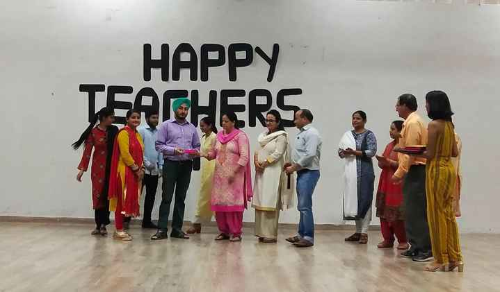 👩🏫 ਮੇਰੇ ਆਦਰਸ਼ ਅਧਿਆਪਕ 👨🏫 - HAPPY TEACHERS - ShareChat