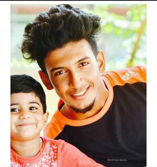 ⚽ ISL ഫോട്ടോകള് - das Sahal fans kerala - ShareChat